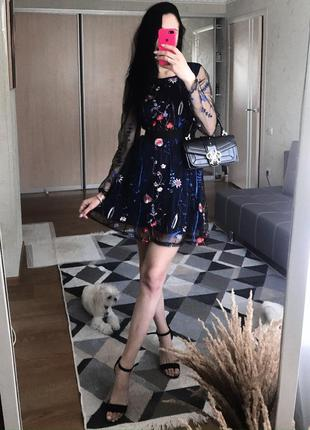 Красива жіночна сукня