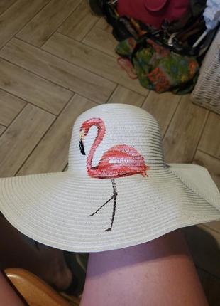 Пляжная шляпа.