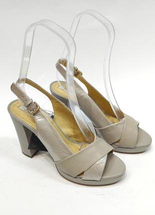 Босоніжки geox на каблуку сірі босоножки еко-шкіра нові оригінал