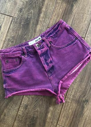 Яркие джинсовые шорты фуксия высокая посадка