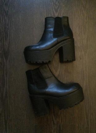 Шикарные ботинки на толстом каблуке и платформе