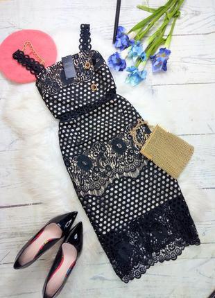 Розкішна мереживна сукня міді