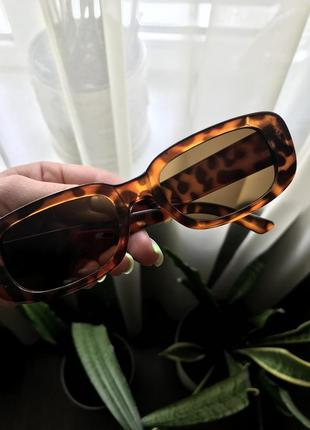 Очки, окуляри, сонцезахисні окуляри