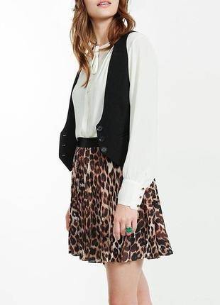 Короткая плиссированная юбка на резинке звериный принт леопард