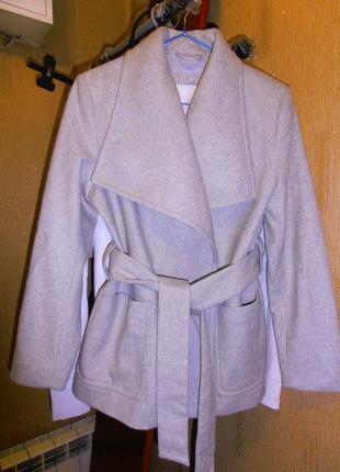 Пальто демисезонное. 51% шерсть в составе.