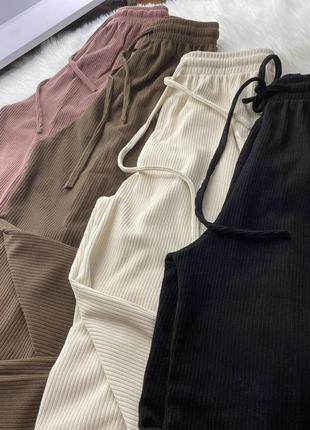 Бежевые широкие штаны-кюлоты