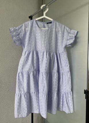 Красивое лавандовое платье из прошвы