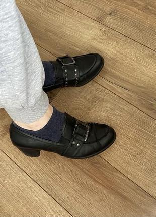 Идеальные чёрные туфли низкий каблук с ремешком zara трендовые h&m river island