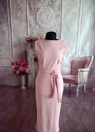 Стильное платье футляр миди пудра