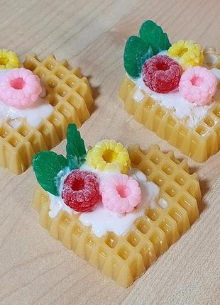 Мыло ручной работы вафельное пирожное с малиной.