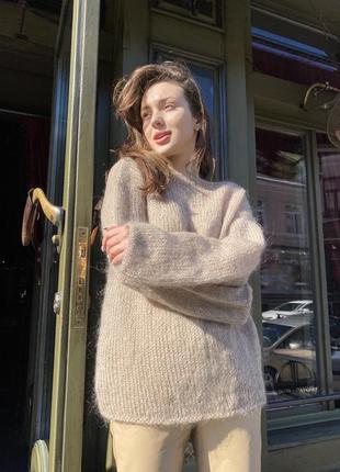 Пушистый свитер из мохера