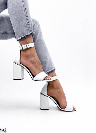 Босоножки белые кожаные на каблуке