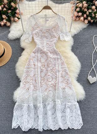 Гипюровое свадебное платье миди, белое кружевное платье с бежевой подкладкой