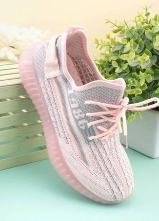 Женские розовые кроссовки из текстиля