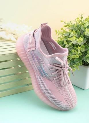 Женские рзовые кроссовки из текстиля
