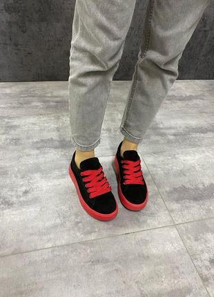 Кеды кроссовки 558-3 натуральная замша чёрные красные на высокой подошве