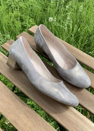 Нарядные туфли на удобном каблуке