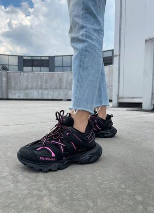 Женские кроссовки от известного дома моды