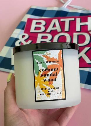 Парфюмированная свеча coconut sandalwood  от bath and body works