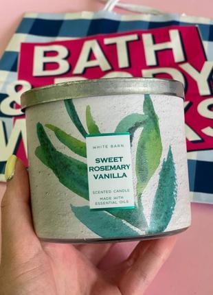 Парфюмированная свеча sweet rosemary vanilla от bath and body works