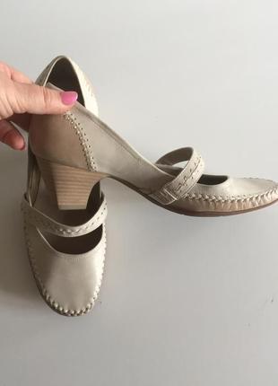 Кожаные туфельки от clarks