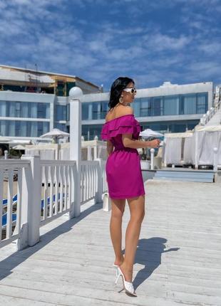 Женское платье с открытыми плечами3 фото