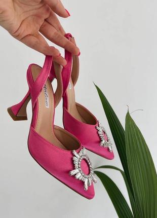 Босоножки на каблуке розовые