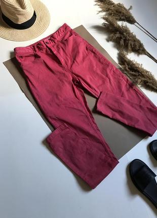 Малиновые узкачи джинсы скинни