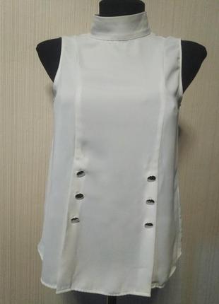 Белая актуальная блуза ворот стойка с пуговицами