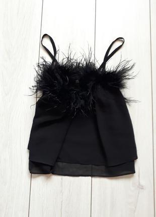 Черный шифоновый топ со страусиным перьям
