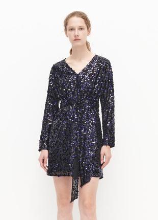 Красивое вечернее платье мини reserved в чёрные и фиолетовые пайетки.