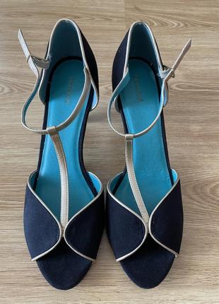 Graceland туфли замшевые чёрные с золотым ремешком