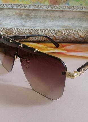 Солнцезащитные очки маска с фирменным футляром