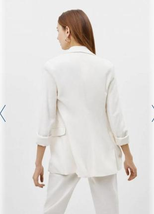 Белый пиджак bershka