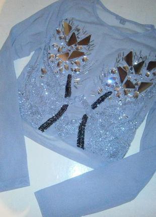 Красивая блуза росшита камнями и бисером