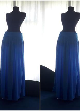 Длинная голубая юбка