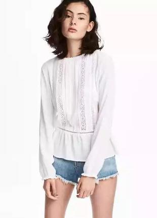 Изящная блуза с кружевными вставками