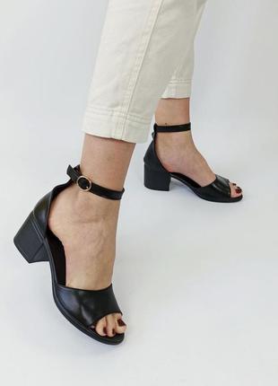 Босоножки кожа на каблуке