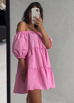 Женское платье с открытыми плечами