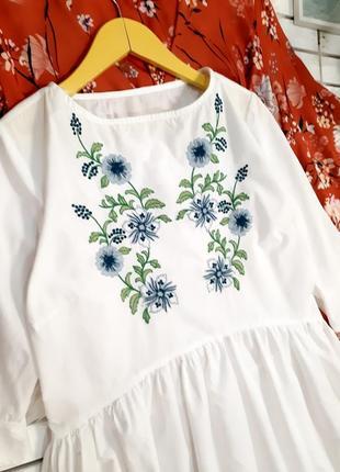 Белое платье с вышивкой p. xs-s2 фото
