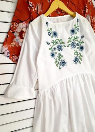 Белое платье с вышивкой p. xs-s3 фото