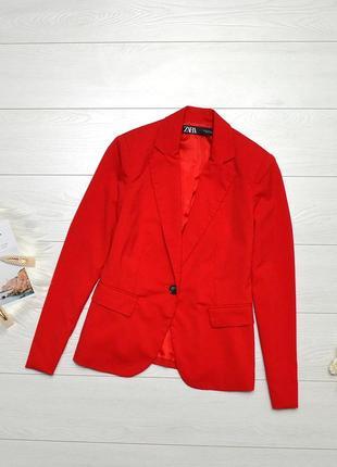 Красивий червоний піджак zara.