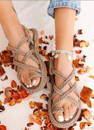 Плетенные босоножки2 фото