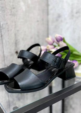 Женские кожаные босоножки2 фото