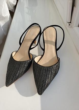 Трендовые босоножки босоніжки на низком каблуку