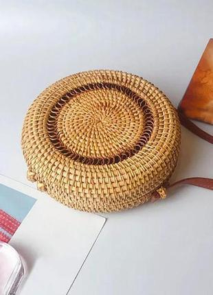 Женская плетеная сумка круглая