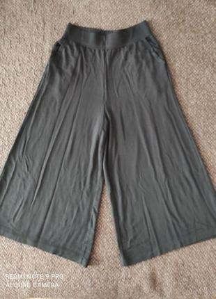 Uniqlo эластичные брюки с мягкой драпировкой
