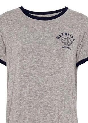 Pull&bear стильная укороченая футболка с вышивкой