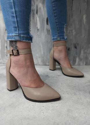 Туфли . босоножки на каблуке3 фото