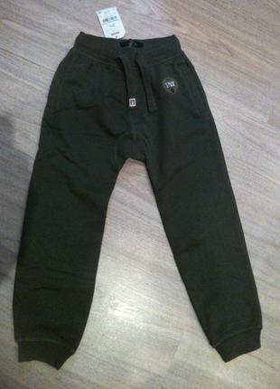 Модные спортивные штаны next на 8 лет 128см,  цвета темный-хаки